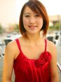 азиатский красный цвет портрета девушки платья Стоковые Фотографии RF