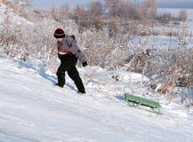 азиатский мальчик идет гористый Стоковые Изображения RF