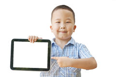 Азиатский мальчик 6 лет с таблеткой Стоковая Фотография