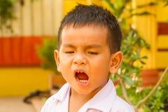 Азиатский мальчик зевая Стоковое Изображение RF