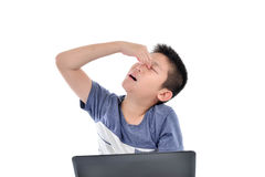 Азиатский мальчик имеет боль глаза на белизне Стоковые Изображения RF