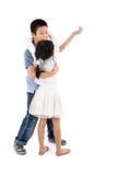 Азиатский мальчик и девушка танцуя совместно на белизне Стоковое Изображение