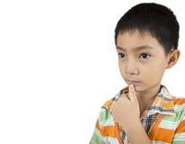 Азиатский мальчик думая на изолированный. Стоковые Изображения
