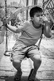 Азиатский мальчик унылый самостоятельно на спортивной площадке Стоковые Фотографии RF