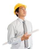 Азиатский мужчина с защитным шлемом безопасности стоковые фото
