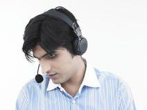 азиатский мужчина экзекьютива центра телефонного обслуживания Стоковое Изображение RF