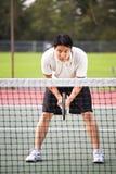 азиатский мыжской играя теннис Стоковые Фотографии RF