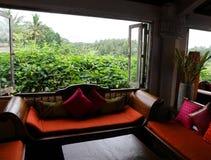 азиатский обеспеченный тип комнаты сидя стоковое изображение