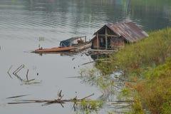 Азиатский дом рыболова стоковые фотографии rf
