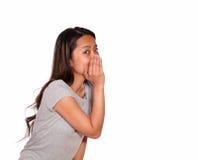 Азиатский прелестно шепот молодой женщины секрет Стоковые Фото
