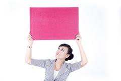 азиатский пробел афиши держа красную женщину знака Стоковое Фото