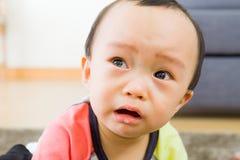 Азиатский плакать ребёнка стоковое изображение rf
