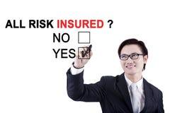 Азиатский работник одобряя весь застрахованного риска Стоковая Фотография RF