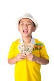 Азиатский ребенок держа деньги пока стоящ изолированный на белом backg Стоковое Изображение