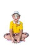 Азиатский ребенок держа деньги пока стоящ изолированный на белом backg Стоковое Фото