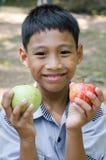 Азиатский ребенок наслаждается с плодоовощ Стоковое Фото