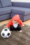 Азиатский ребёнок играя футбольный мяч Стоковое Изображение RF