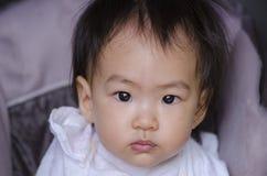 Азиатский ребёнок смотря камеру Стоковые Фотографии RF