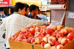 азиатский рынок плодоовощ стоковое фото