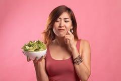 Азиатский салат ненависти женщины стоковые изображения rf