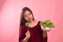 Азиатский салат ненависти женщины стоковое фото rf