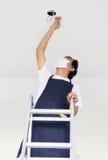 Азиатский свет отладки человека дома стоковая фотография rf