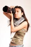 Азиатский серьезный фотограф Стоковое фото RF