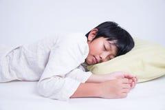 Азиатский сон мальчика Стоковая Фотография RF