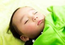 азиатский спать младенца стоковая фотография rf