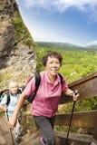 Азиатский старший hiking пар стоковые изображения