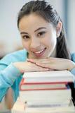 азиатский студент колледжа стоковое фото rf