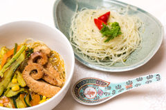 Азиатский суп Цыпленк-Овоща с лапшами риса Стоковая Фотография