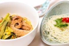 Азиатский суп Цыпленк-Овоща с лапшами риса Стоковое Изображение