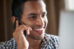 азиатский телефон человека стоковое фото rf