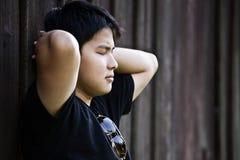 азиатский усиленный мужчина стоковая фотография rf