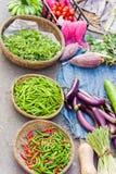 Азиатский уличный рынок продавая банан гороха перца и завод яичка Стоковые Изображения