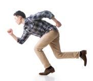 Азиатский ход молодого человека стоковая фотография rf