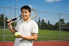 азиатский человек играя теннис стоковые фото