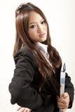 азиатский черный костюм офиса повелительницы руки скоросшивателя Стоковое Изображение