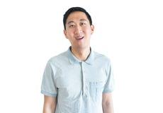 Азиатский человек усмехаясь уверенно изолированный на белой предпосылке стоковая фотография