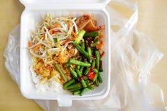 Азиатским обед упакованный работником Стоковое Изображение