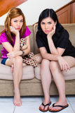 2 азиатских девушки дома быть пробуренный или унылый Стоковое фото RF