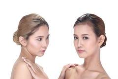 2 азиатских женщины с красивой модой составляют обернутые волосы Стоковое Изображение RF