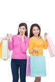 2 азиатских подруги с покупками Стоковое фото RF