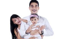 2 азиатских родителя с дочерью младенца Стоковые Фотографии RF