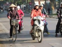 Азиатское движение мотоцилк и велосипеда на улице Стоковая Фотография RF