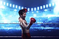 Азиатское выражение парня боксера с перчатками бокса Стоковое Фото