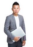 Азиатское владение бизнесмена с портативным компьютером Стоковые Изображения