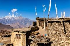 Азиатское горное село Jarkot в осени в более низком мустанге, Непале, Гималаях, зоне консервации Annapurna стоковое изображение