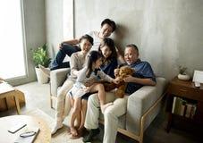 Азиатское единение счастья семьи дома Стоковая Фотография RF